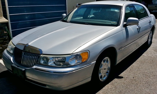 2002 lincoln town car signature series reviews