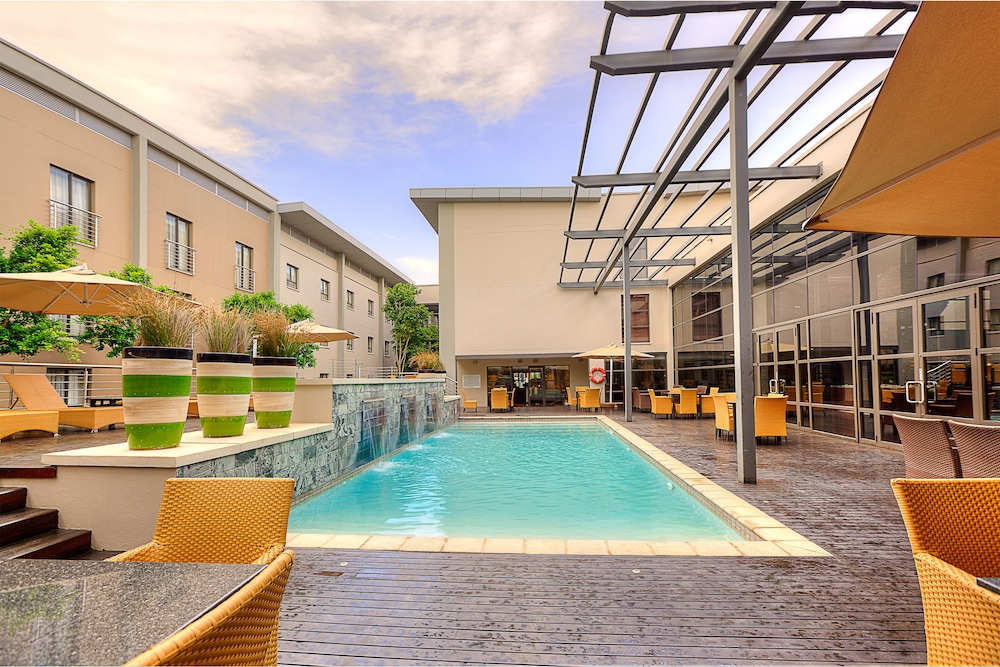 city lodge or tambo reviews