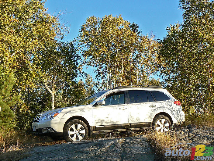 2011 subaru outback review canada