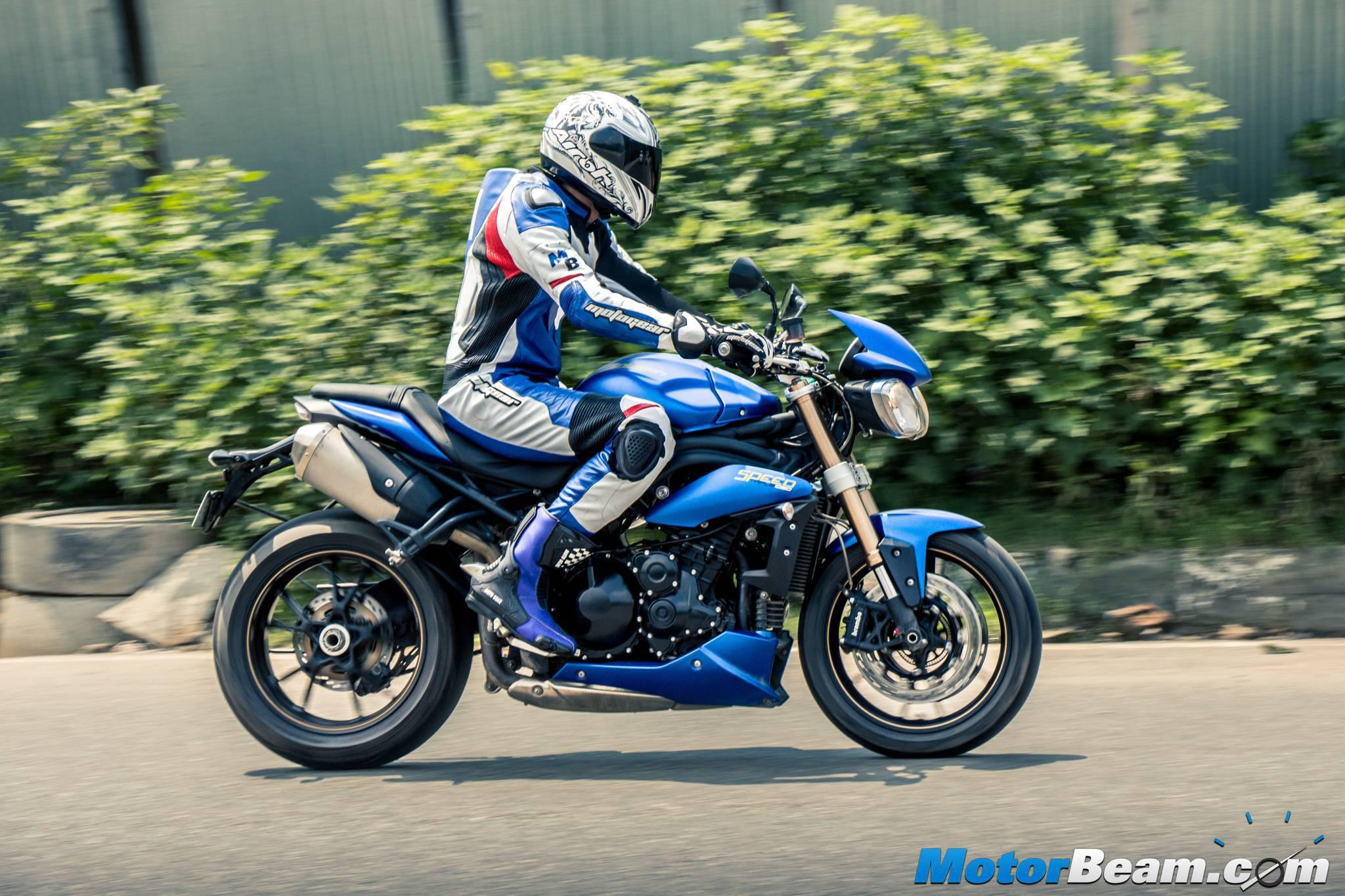2015 triumph speed triple review