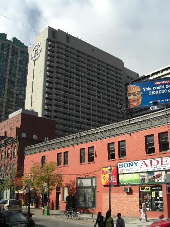 delta chelsea hotel toronto reviews